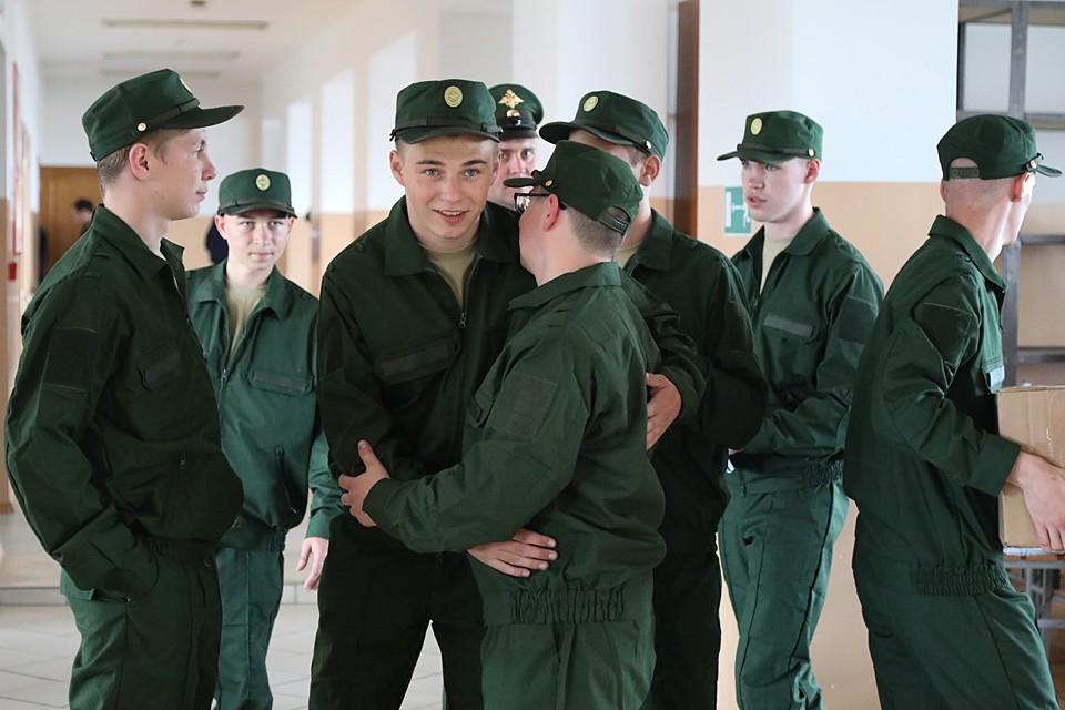 Начавшийся 1 апреля по Указу президента и приказу министра обороны призыв граждан на срочную военную службу в России продолжается