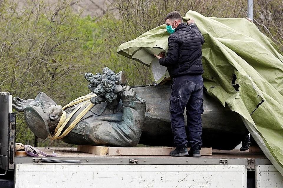 В Совфеде осудили решение пражских властей снести памятник маршалу Коневу