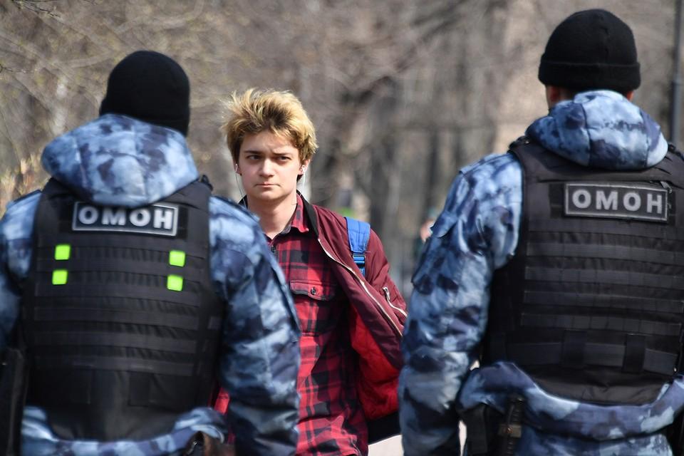 Рейд сотрудников полиции в одном из парков Москвы, 13 апреля 2020 г.