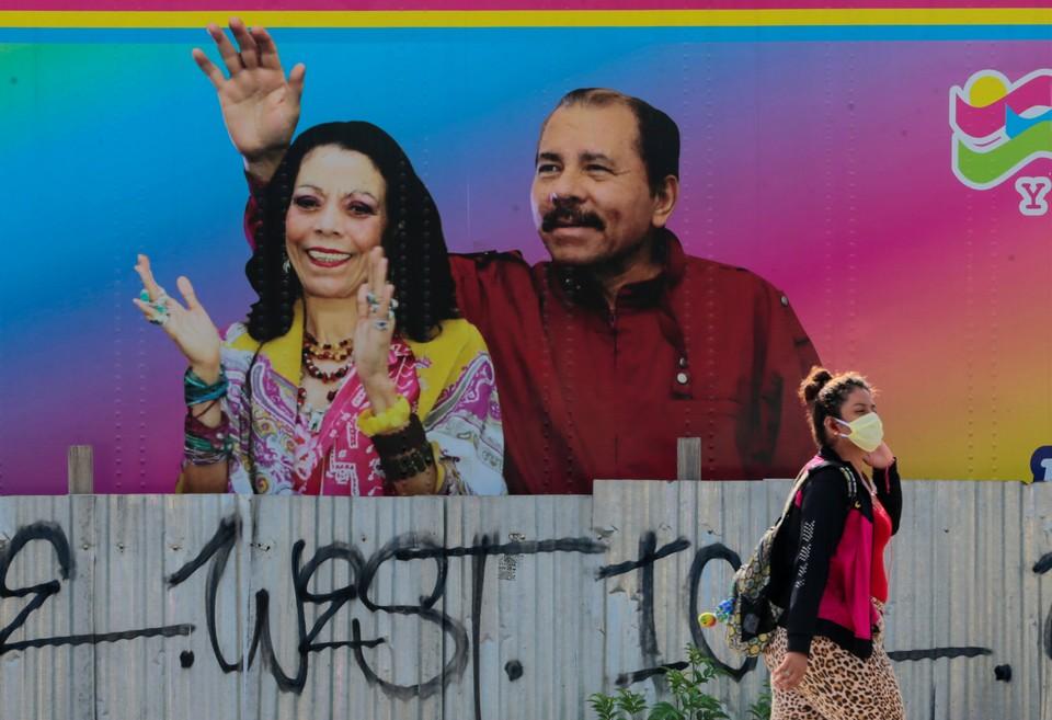 Уличный рисунок с портретом президента Ортеги в Манагуа.