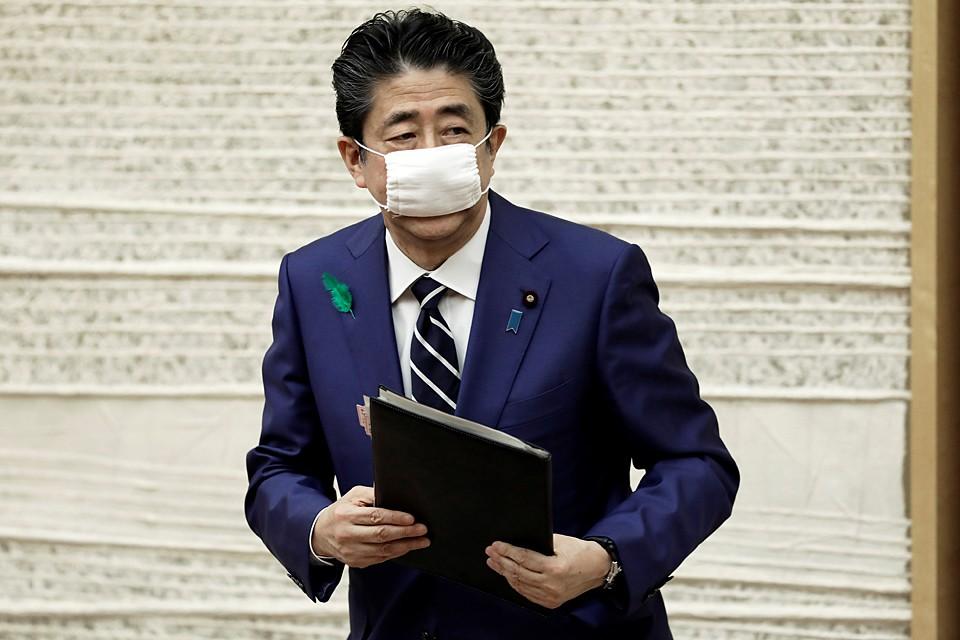 В Японии правительство решило раздать всем гражданам Японии по 100 тысяч йен