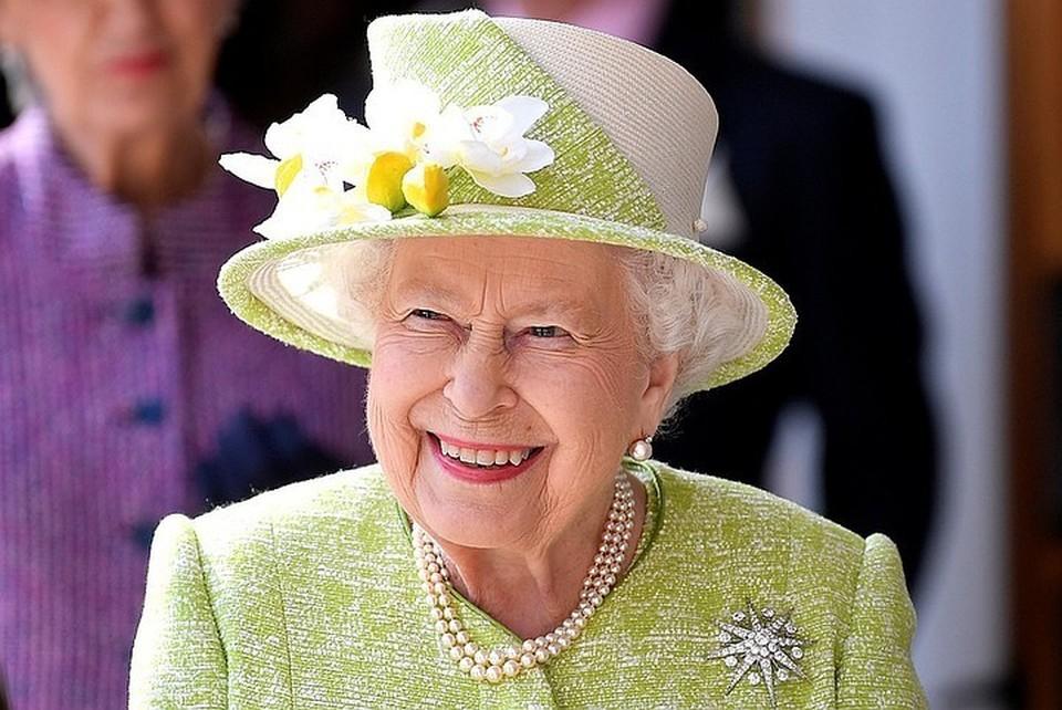 Королева Великобритании попросила отменить салют в день её рождения