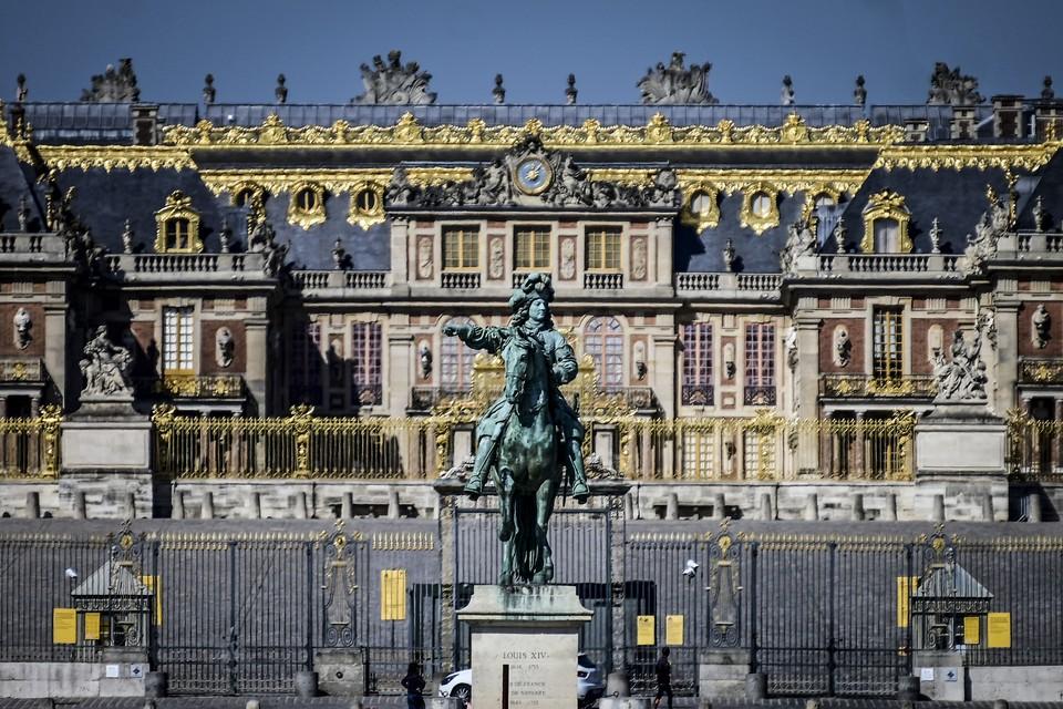 Подростки пытались проникнуть в Версальский дворец через канализацию