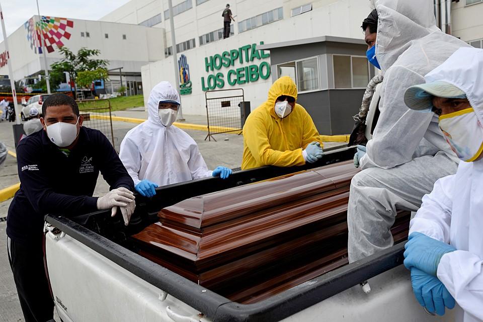 Ситуация в Эквадоре похоже на то, что произошло в других странах - система здравоохранения оказалась просто не готова к такой перегрузке пациентами