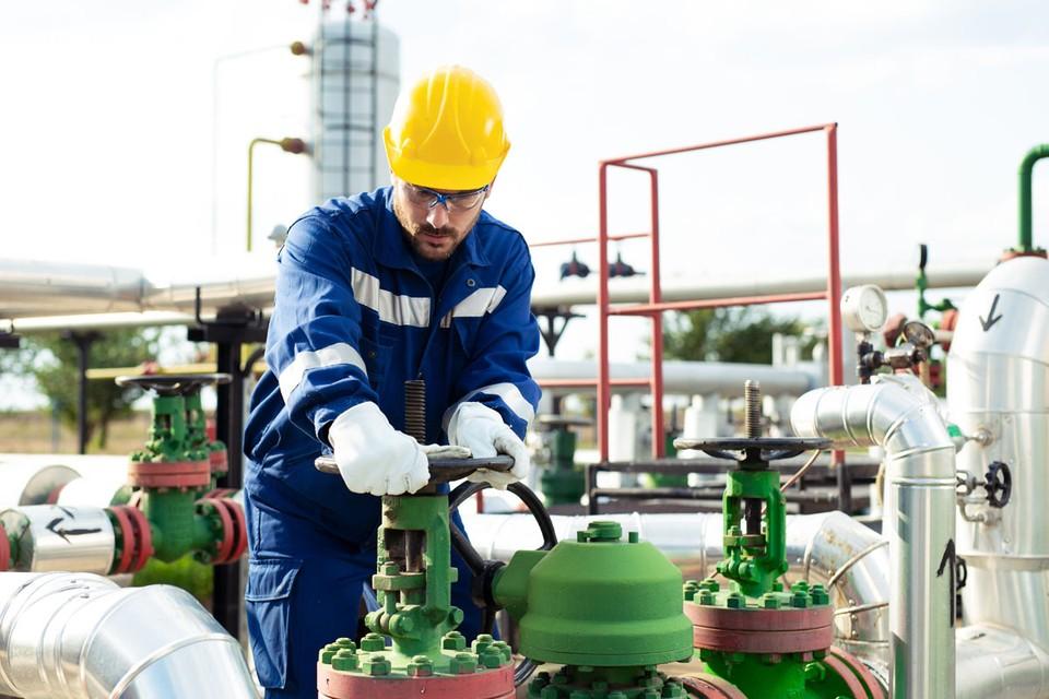 В понедельник произошло невероятное. Стоимость техасской нефти мало того, что опустилась до нуля, но и… начала закапываться в землю.