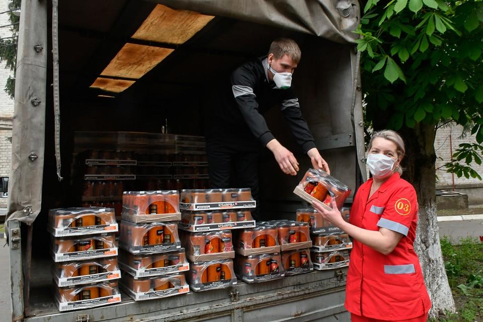 Фельдшерам скорой помощи передал грузовик продуктов