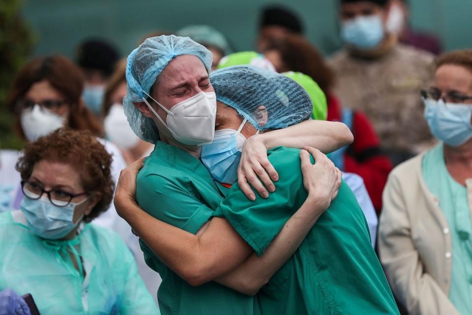 Ровно три месяца — 25 января — в Европе зарегистрированы первые случаи заболевания, все три — во Франции. Месяцем позже в Старом Свете заболевало уже 98 больных в день, 97 из них — в Италии.
