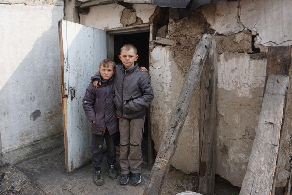 Детей в семье Гончаровых воспитывает один отец, мама - умерла.