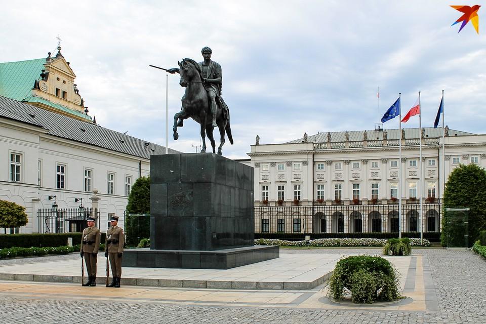 В Польше решают, как проводить президентские выборы-2020.