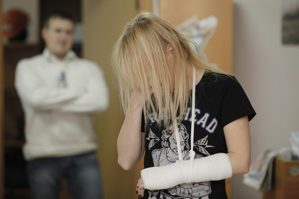 Количество экстренных звонков от женщин из-за домашнего насилия увеличилось на 60%