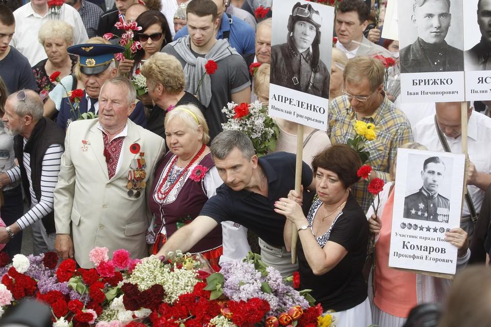 """Участники акции """"Бессмертный полк"""" в Киеве, 9 мая 2018 г."""