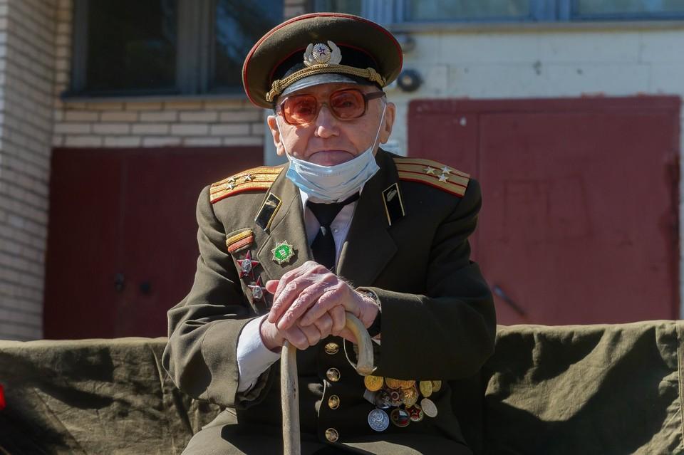 Военные ЗВО поздравили с Днем Победы 104-летнего ветерана из Сестрорецка