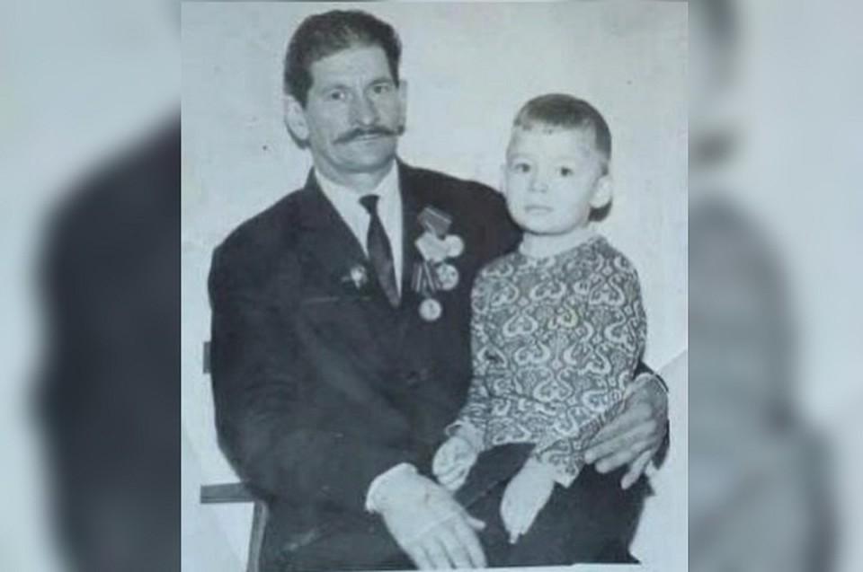 Леонид Куйвашев с внуком. Фото: Instagram губернатора Свердловской области Евгения Куйвашева