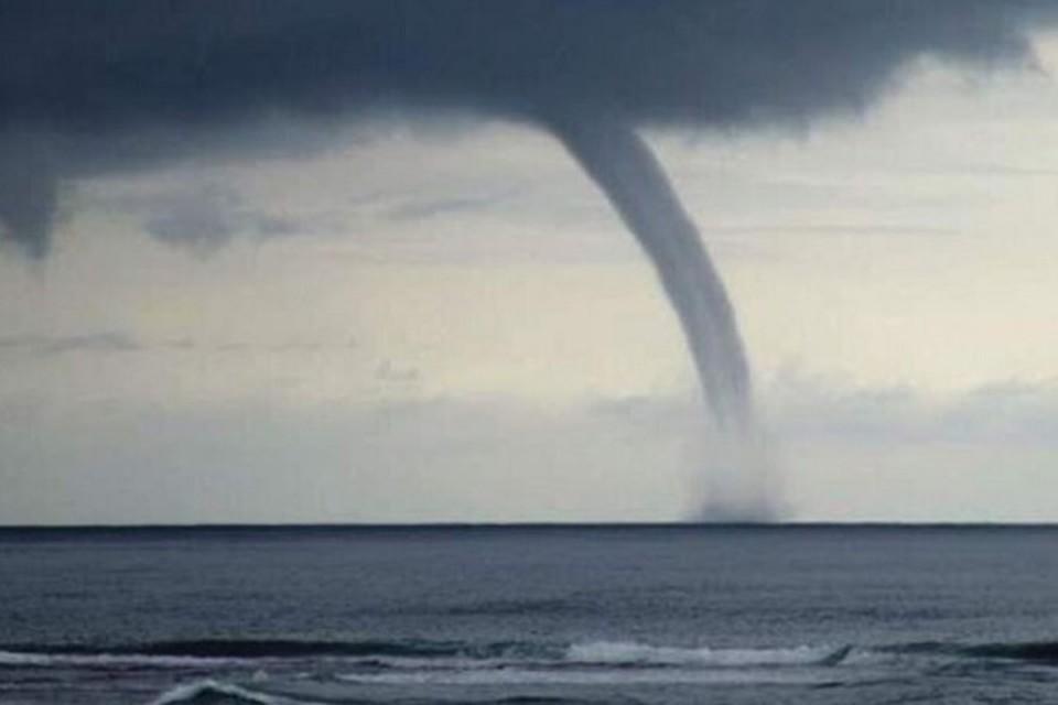В районе Мариуполя посреди моря произошло завихрение воздушных масс. Фото: mrpl.city
