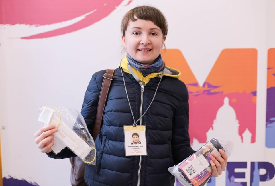 Сейчас в Петербурге уже больше двух тысяч волонтеров ФОТО: Алина СЫСОЕНКО/Центр городских волонтеров