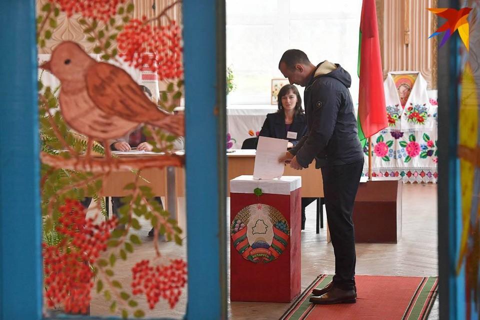 Стать кандидатом в президенты Беларуси хотят 23 человека и минимум трое еще не подали документы.