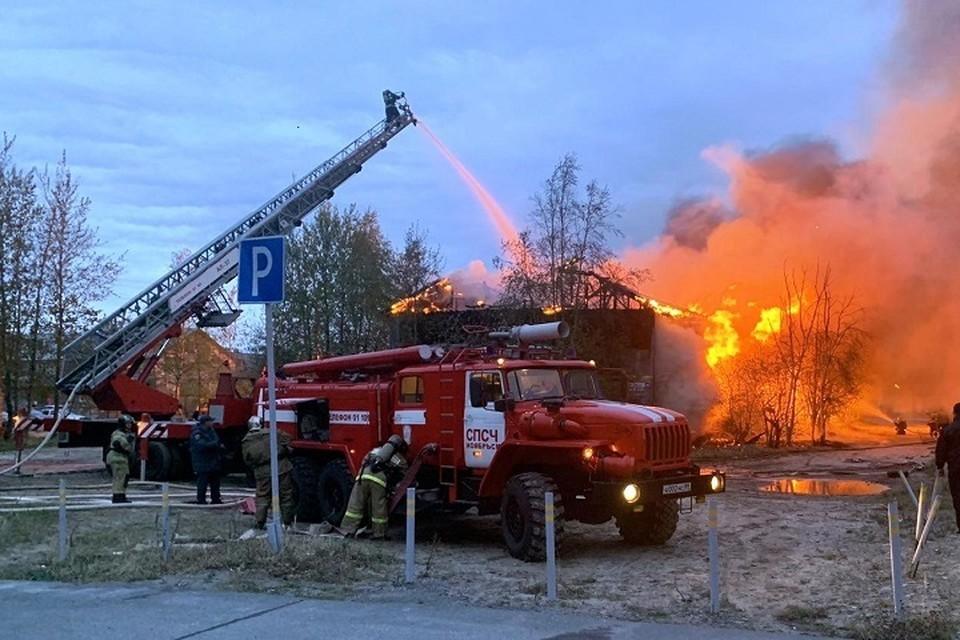 В Ноябрьске ночью сгорел двухэтажный дом Фото: 89.mchs.gov.ru