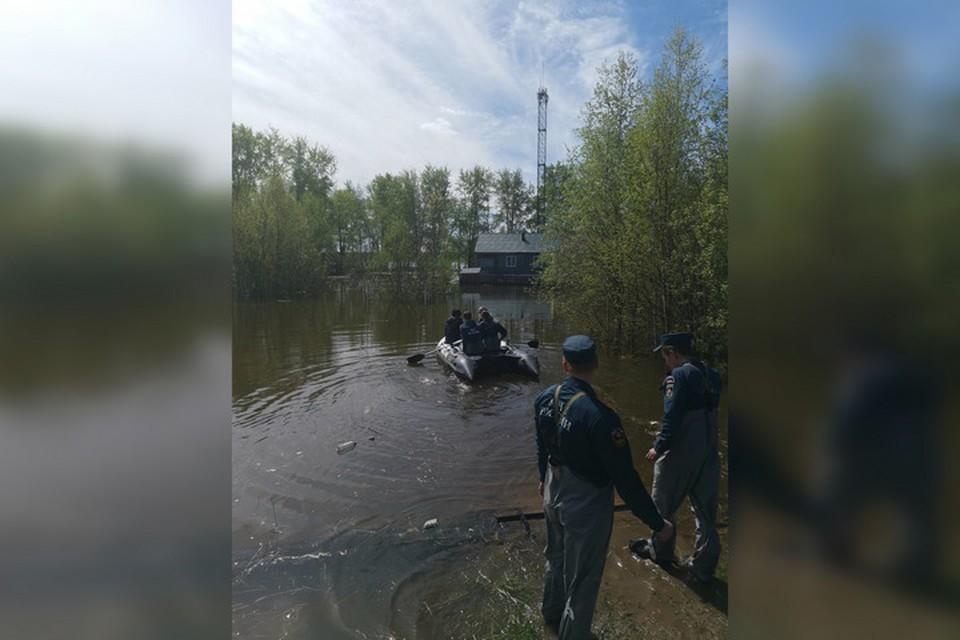 Большая вода топит населенные пункты. Фото: Администрация Соликамского городского округа.