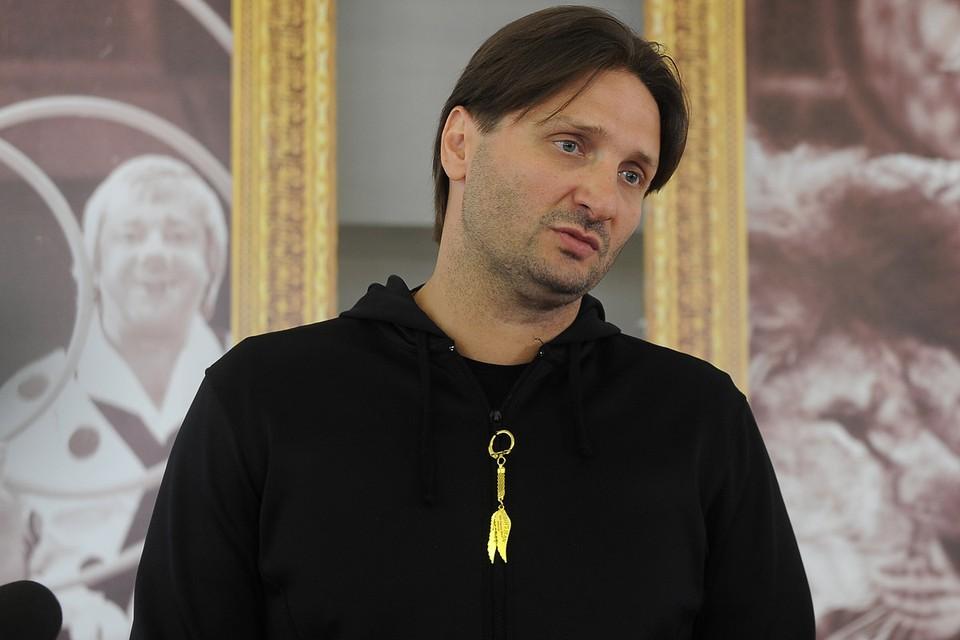 По словам Запашного, в нашей стране практически нет успешных и знаменитых людей, которые не замешаны в скандалах.