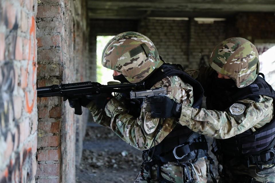 Силовики штурмуют частный дом, в котором укрылись боевики