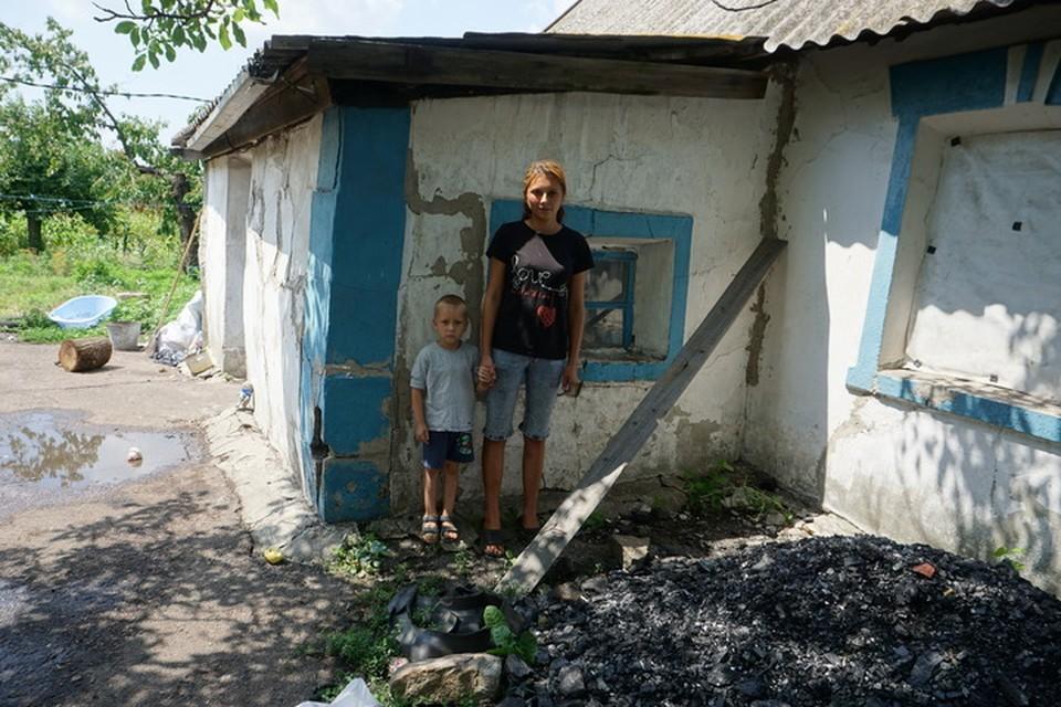 По мнению Украины - это боевики и террористы.