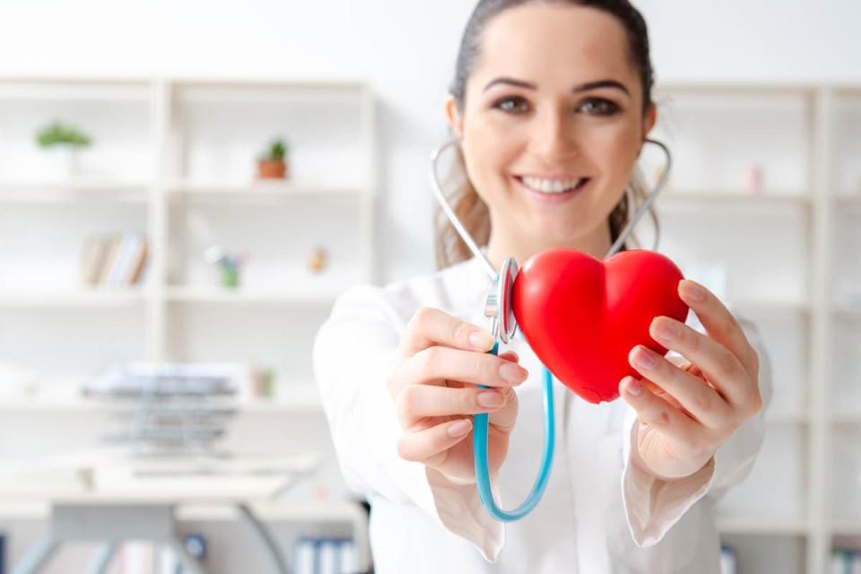 Российское кардиологическое сообщество представило и новую онлайн услугу. Теперь в специальной тестовой программе можно рассчитать возраст своего сердца.