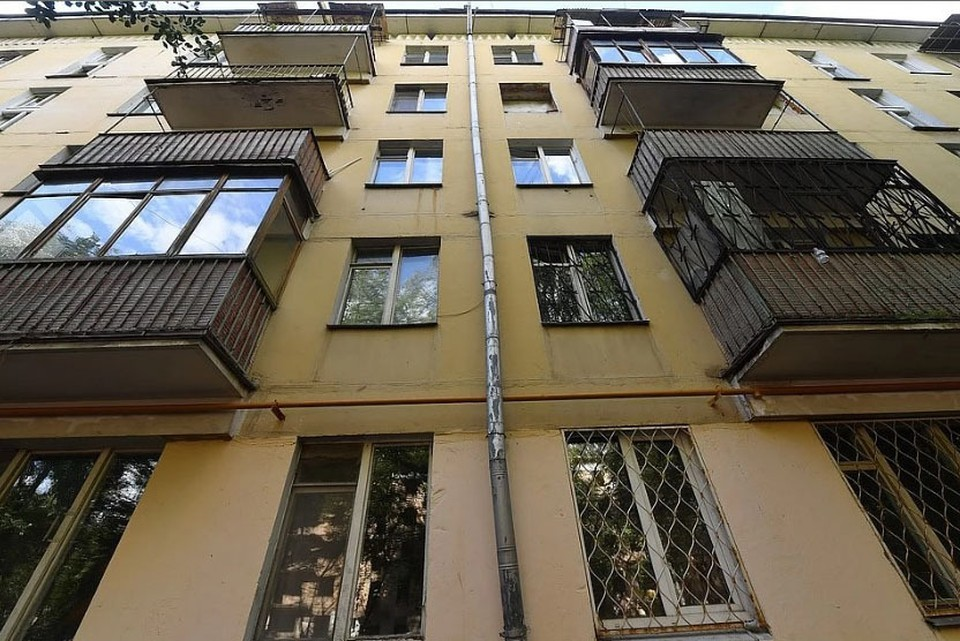 «Девушка не отвечала ему взаимностью»: В Лыскове 19-летний парень выпал из окна пятого этажа.