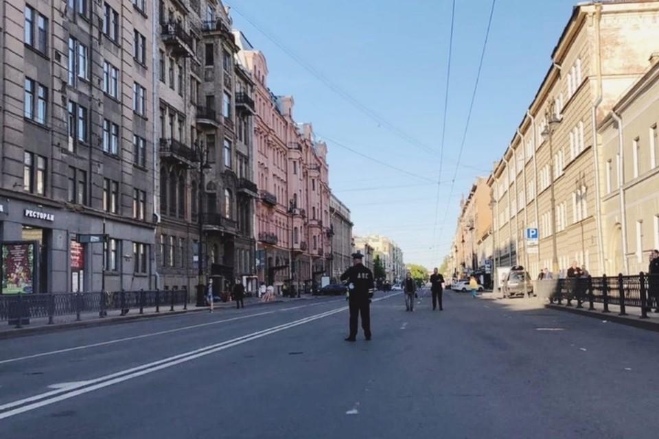 Спецслужбы, власти и сотрудники ГИБДД уехали с Кирочной улицы после окончания разбора рухнувших балконов. Фото: vk.com/dorinspb