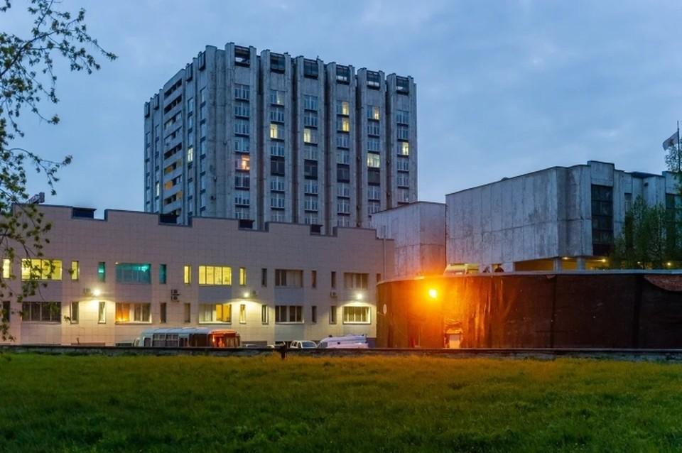 НИИ имени Джанелидзе оштрафовали за отсутствие масок у медиков и массу других нарушений во время коронавируса.