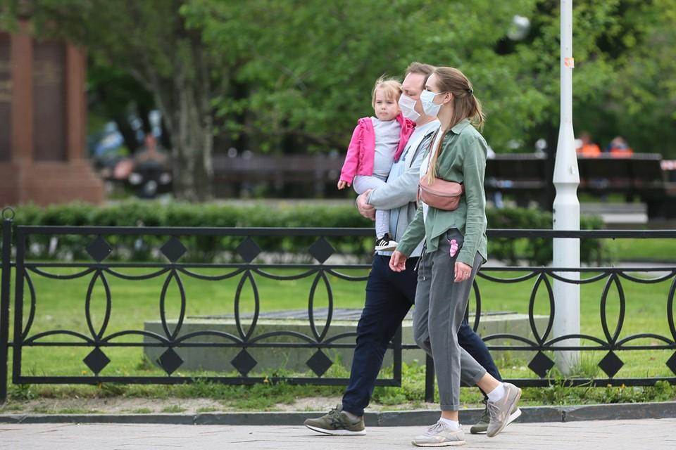 С 1 июня семьи c детьми начнут получать обещанные «президентские» 10 тысяч на каждого ребенка в возрасте от 3 до 16 лет. Фото: Владимир Гердо/ТАСС