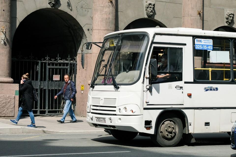 39 маршрутов общественного транспорта сократят в Петербурге.