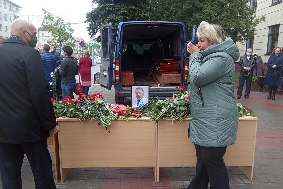 В Витебске простились с заведующим кафедрой оториноларингологии ВГМУ Владимиром Куницким.