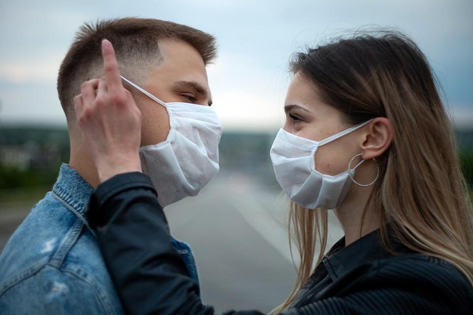 Несмотря на то, что Россия приступила к снятию ограничений, связанных с пандемией коронавируса в стране, риск заражения остается