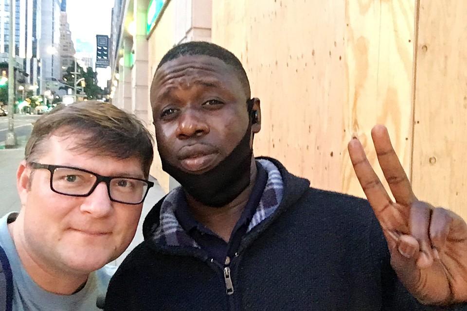 Охранник магазина Муххамед предложил нашему корреспонденту вместе подежурить и разделить заработок пополам