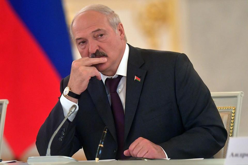 Не волнуйтесь и не ищите черную кошку в темной комнате, подумаешь – Батька распустил правительство за пару месяцев до выборов (назначенных на 9 августа). В принципе, Лукашенко всегда так делает, чтобы народ знал, с кем он пойдет на очередной срок.