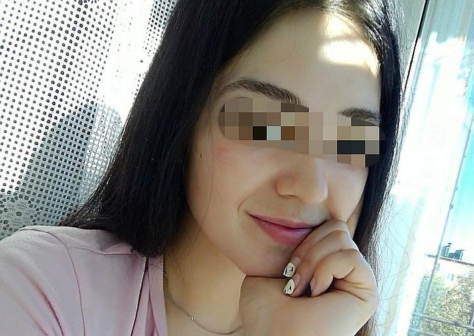 Юную и миловидную девушку обвиняют в зверском убийстве двоих мужчин.
