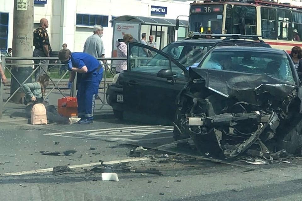 В аварии пострадали шесть человек Фото: vk.com/spb_today