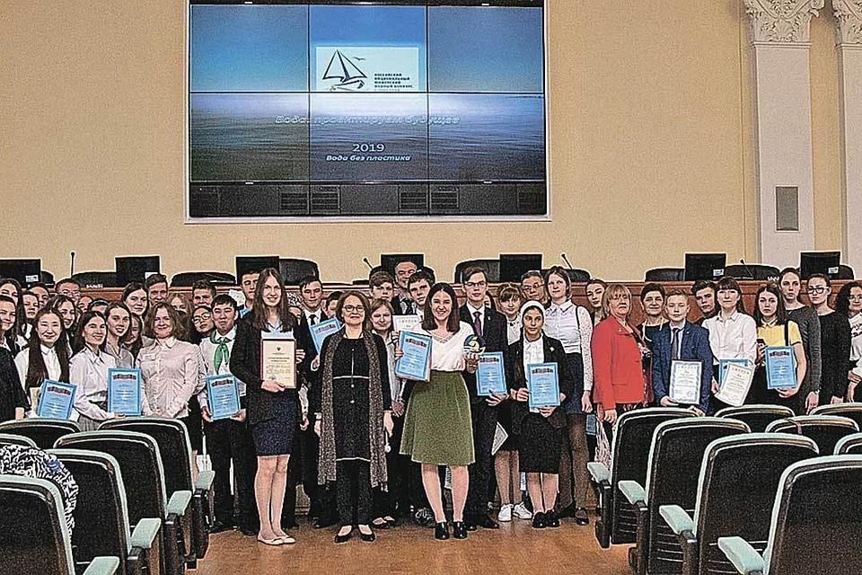 Все финалисты конкурса будут номинированы на участие в отборе для получения гранта Президента Российской Федерации на обучение в вузах страны.