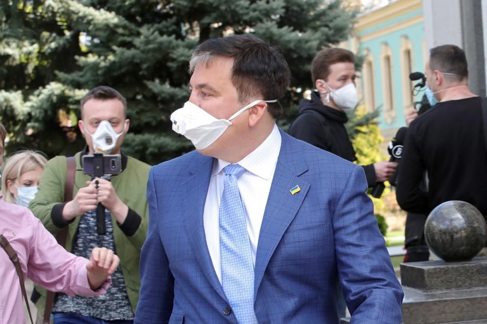 Саакашвили слишком антироссийски ангажирован, чтобы какими-то заявлениями изменить свой сложившийся имидж.
