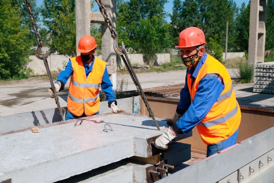Задача работников цеха сбыта - собрать заданный комплект в кузове одной машины, чтобы отправить его на стройплощадку.