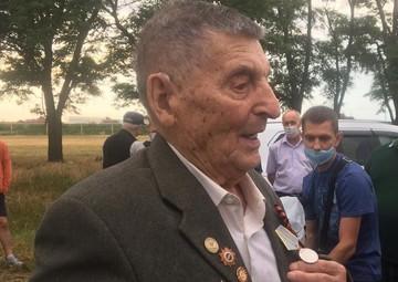 Награда нашла героя, спустя 75 лет: Ветерану Ивану Звереву вручили медаль «За боевые заслуги»
