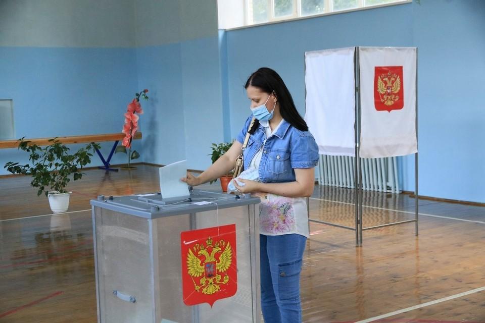 На участке голосования по поправкам в Конституцию страны.