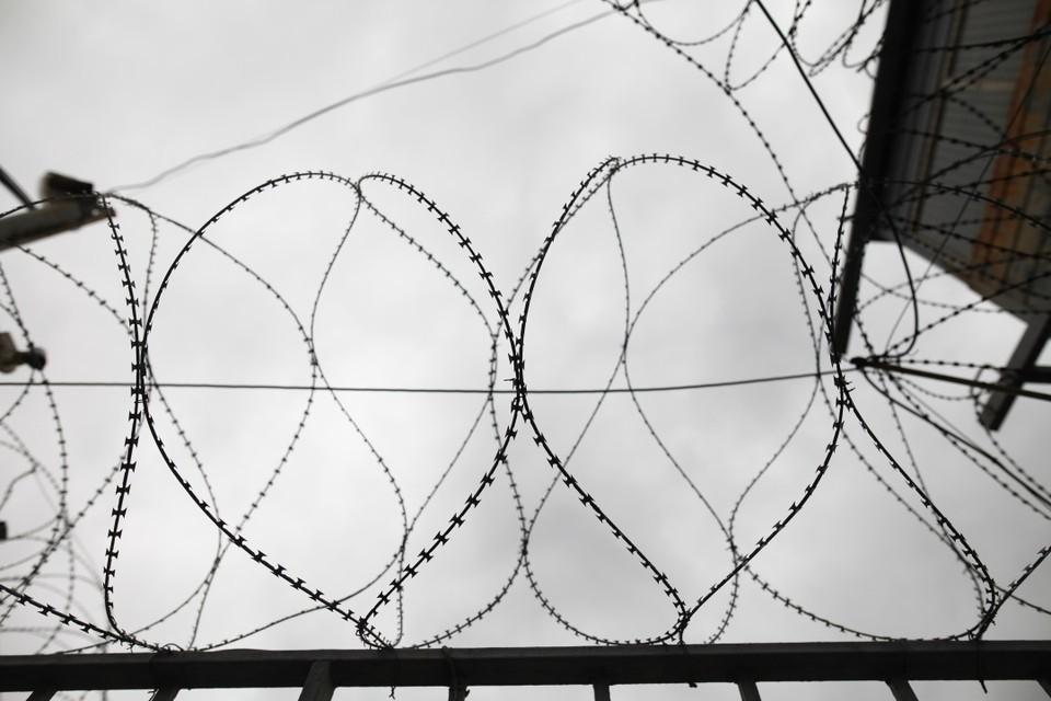 Порядка 100 заключенных вошли в преступную группировку, созданную инициативным боевиком из Дагестана