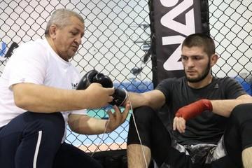 Последнее желание отца Хабиба сбылось перед смертью: он лично увидел чемпионский бой своего сына в UFC