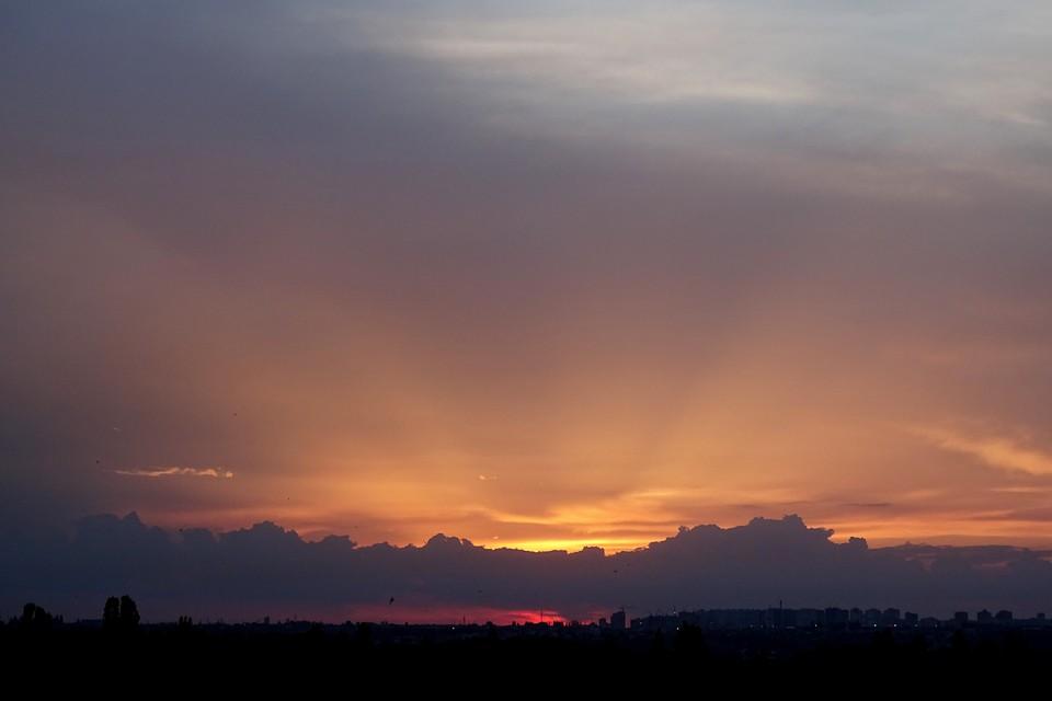 На Липецк надвигается непогода: грозы, сильный ветер и аномальная жара