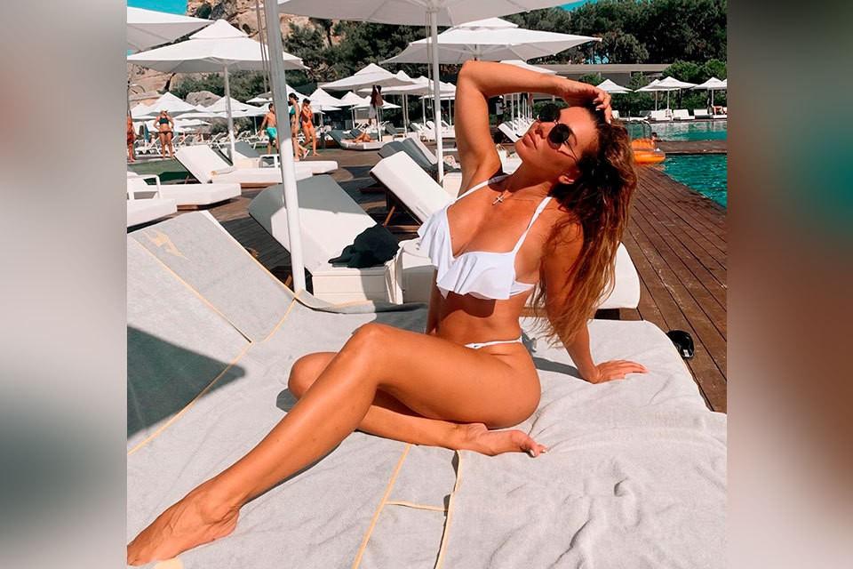 Анна Седокова любит похвастаться великолепным бикини в своем Instagram