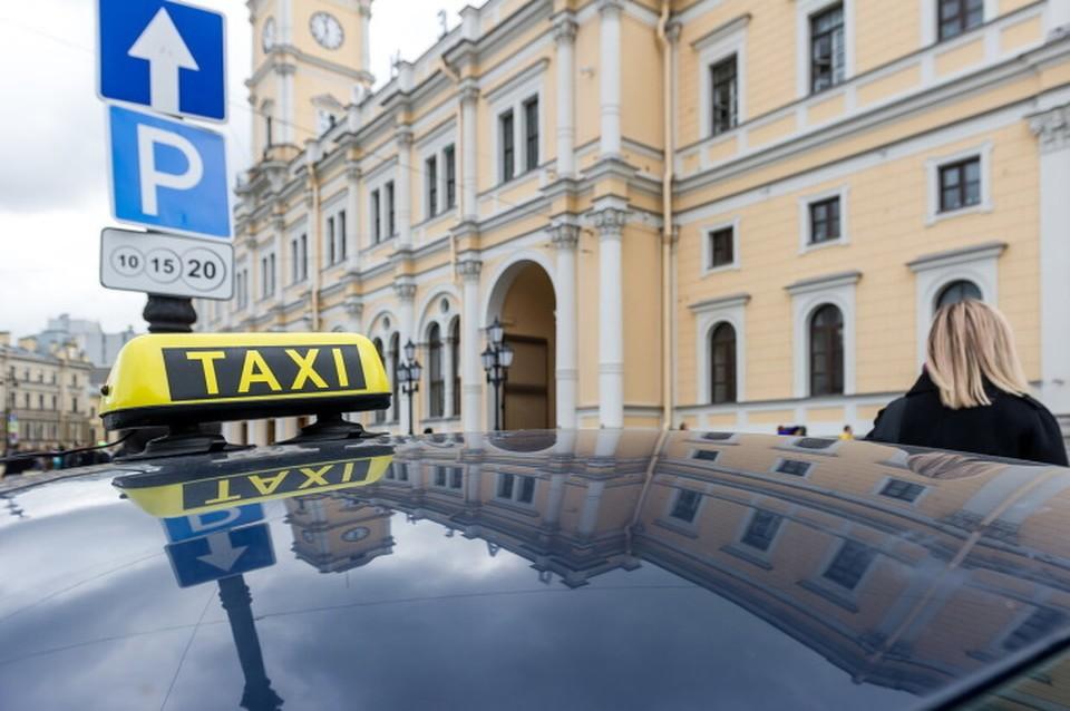 Пьяный клиент выстрелил в таксиста, который отказался его везти в Санкт-Петербурге.