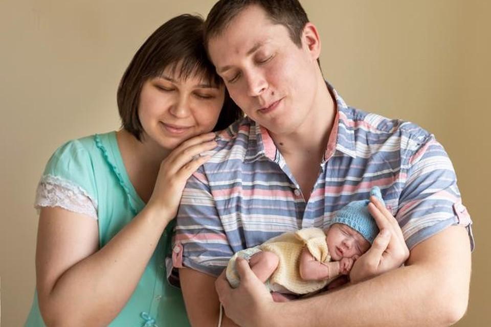 Артем и Марина счастливы в браке уже девять лет. На фото они со своим сыном Даниилом. Сейчас пара готовится стать родителями во второй раз.