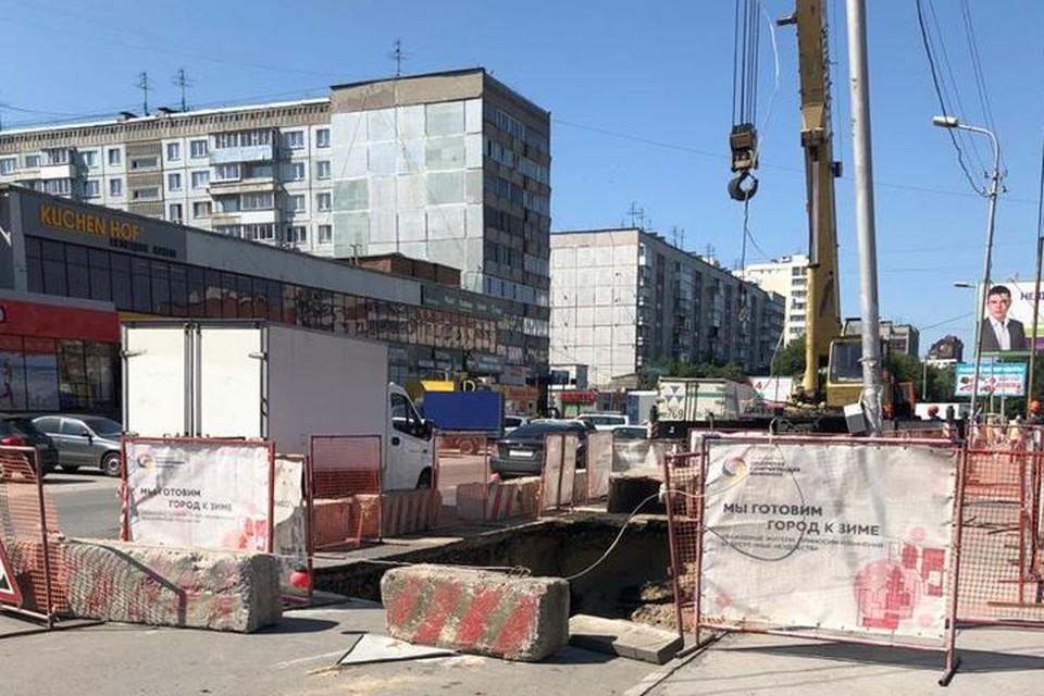 На месте ямы глубиной в три метра идет ремонт. Фото: мэрия Новосибирска