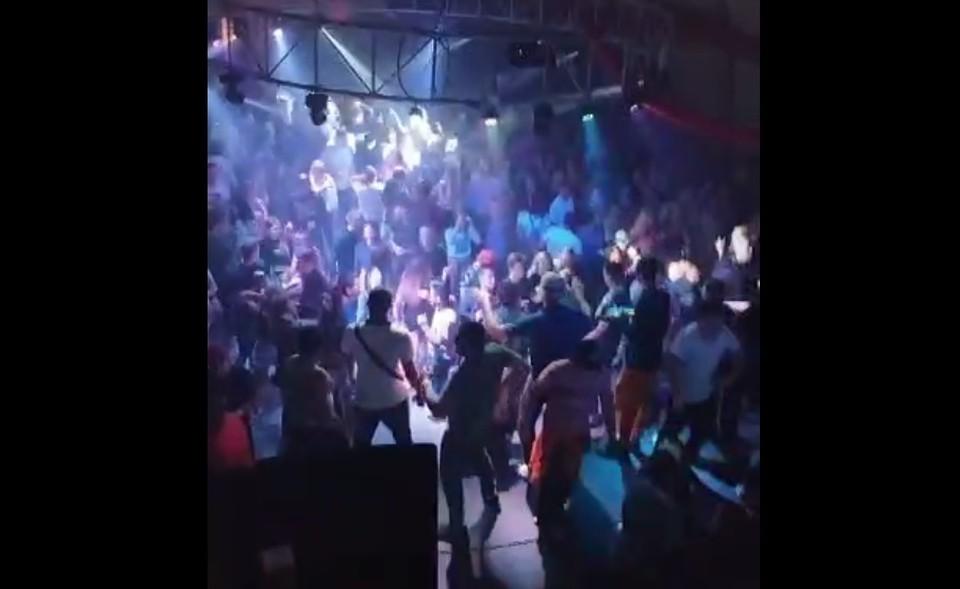 """На озере Шира в Хакасии устроили подпольную вечеринку во время пандемии. Фото: интернет-ресурс """"Бал дебютанток""""."""
